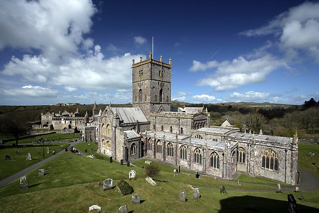St_David's_Cathedral_and_Bishop's_Palace_-_geograph.org.uk_-_774149